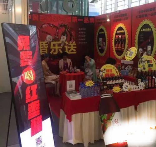 2017深圳夏季婚博会,大唐商显共享广告机云屏打造共享浪漫