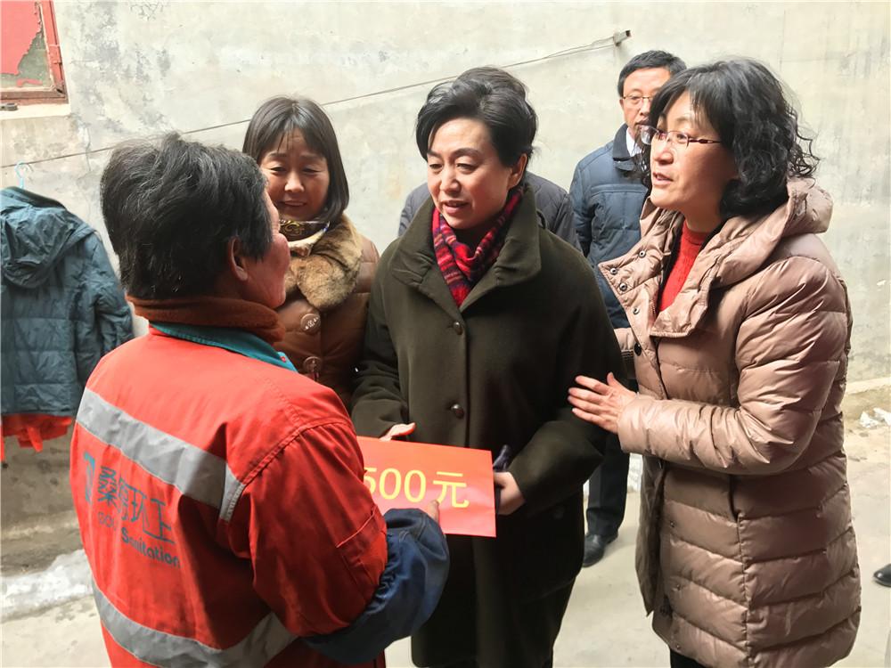 總經理賀倩走訪慰問岱嶽區貧困母親家庭